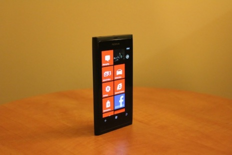 In-Depth Look At The Nokia Lumia 800 On Video: Hard To Put Down